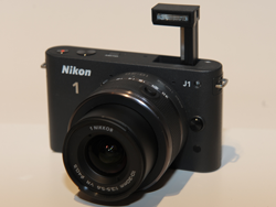 Nikon 1 J1(ストロボポップアップ時)