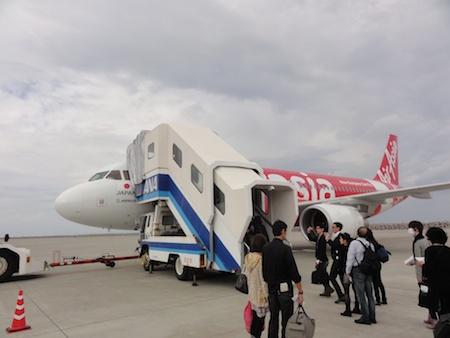 飛行機とタラップ(ANA)