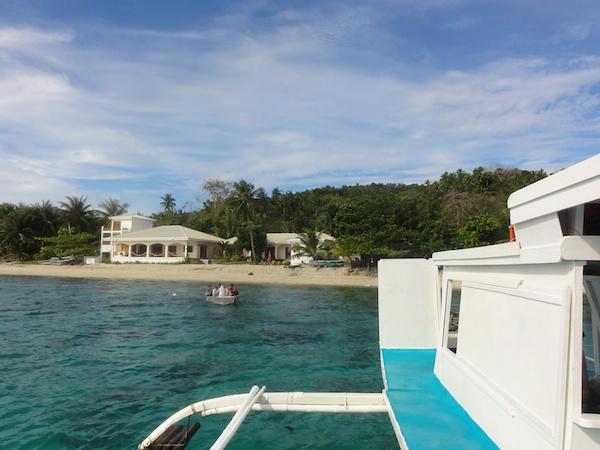 沖から見たSOGOD BAY SCUBA RESORT