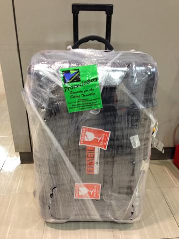 ラップされたスーツケース