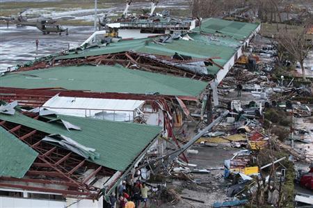 壊滅したタクロバン空港
