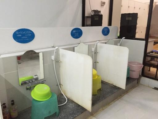 マクタンの銭湯の洗い場