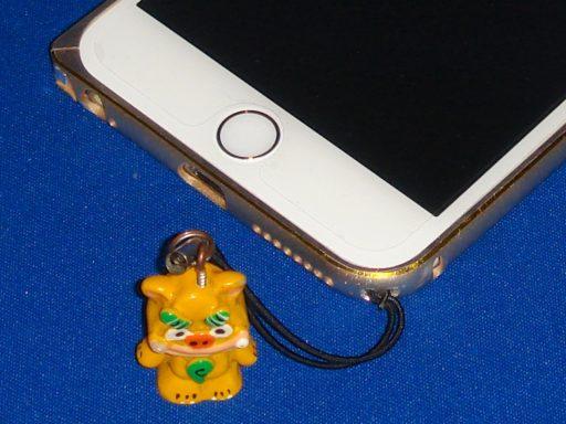 ストラップホールを空けたiPhone用バンパー