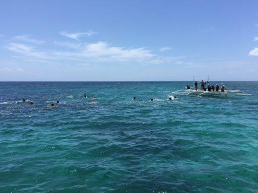 マクタン島のイカ漁