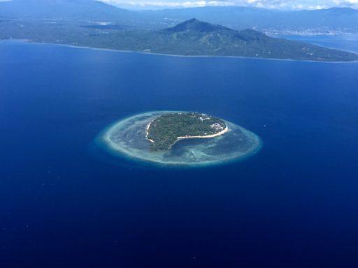 ブナケン島の近くの島