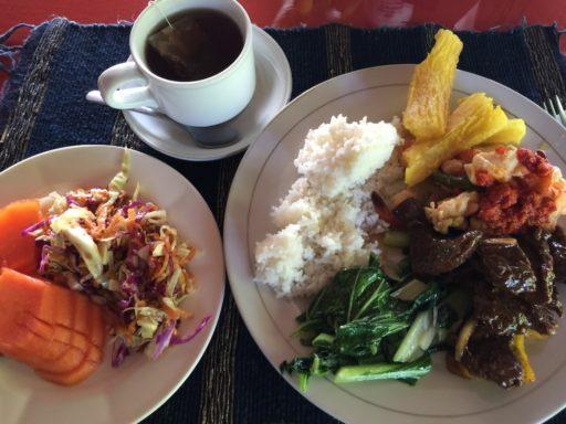 バスティアノスダイブリゾートの昼食例