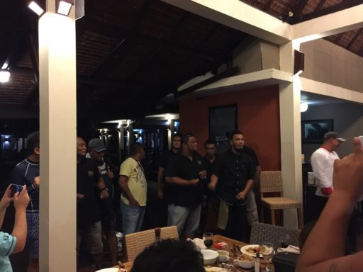 Maluku Diversの男性スタッフによるアカペラ