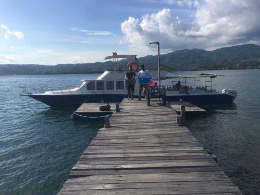 DIVE into AMBONが使っている桟橋とボート