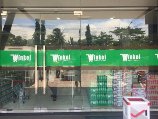 アンボンのWInkelスーパーマーケットの外観