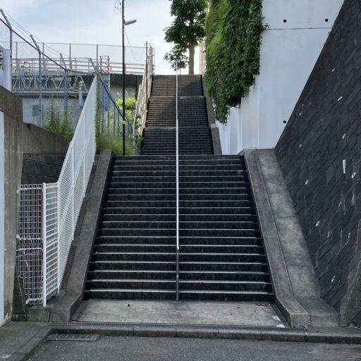 ハイパーフィットネスクラブ新百合ヶ丘から駅までの階段